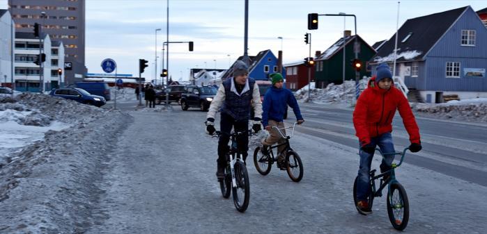 Hvis vi ikke snart begynder at tale om grønlænderne og deres usunde samfund, er jeg bange for, at Grønland kun manifesterer sig i vores bevidsthed som et parameter for klimaets tilstand – og som en legeplads for råstofeventyr, lyder det fra dagens kronikør.