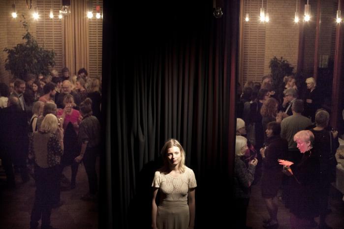 Asta Olivia Nordenhof forsøger at udfordre autoriteter i sproget, litteraturen og samtalen. Fredag modtog hun Montanas Litteraturpris 2013 på Testrup Højskole.