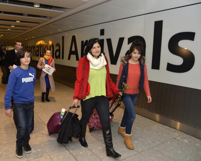 Debatten om 'velfærdsturisme' er for alvor blusset op, efter at rumænere og bulgarere ved årsskiftet har fået ret til frit at søge arbejde i blandt andet Storbritannien og Tyskland. Her er det rumænere bosiddende i Storbritannien, der ankommer i Londons Heathrow-lufthavn.