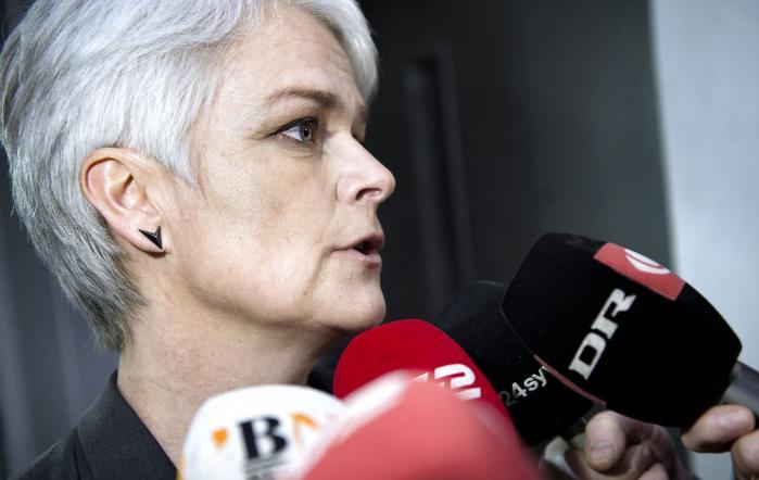 Flere medlemmer af folketingsgruppen har gjort det klart, at de vil ikke vil respektere Annette Vilhelmsens krav om, at SF'erne siger ja til salg af Dong aktier til Goldman Sachs. Det er den udvikling, der nu får Annette Vilhelmsen til at tage konsekvensen og gå af