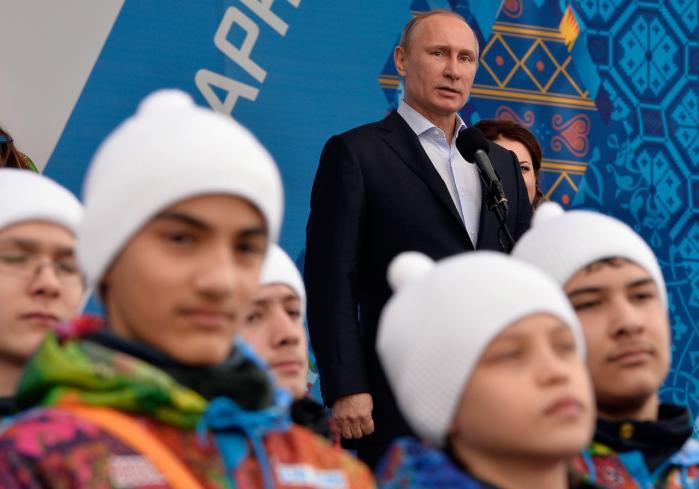 Vladimir Putin har haft et ganske usædvanligt engagement i skabelsen af Sotji – der er hans eget foretrukne feriested – som OL-by. Men problemerne omkring skabelsen af OL-byen er også historien om Putins egne problemer som statsleder