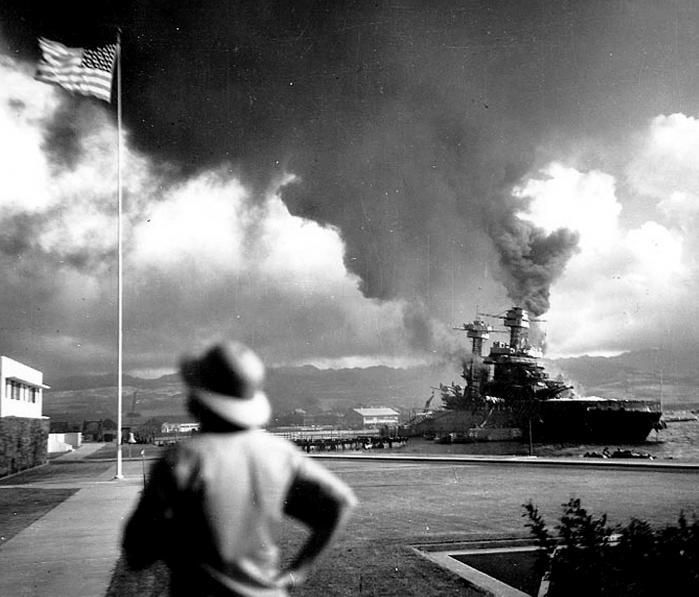 Japanske kvinder forfølger den amerikanske drøm i Julie Otsukas 'Og vi kom over havet'. Men det er ikke nemt, og da Japan angriber Pearl Harbor brister drømmen endeligt.