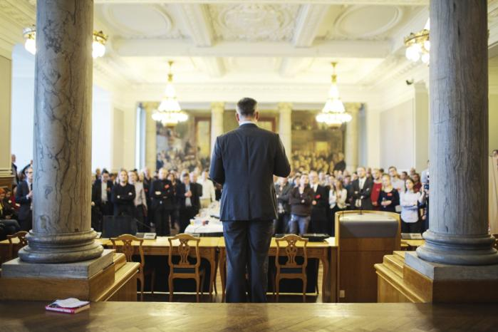 I en tætpakket Fællessal på Christiansborg gav den socialdemokratiske erhvervs- og vækstminister Henrik Sass Larsen sit bud på, hvor socialdemokratismen står i dag: Den socialdemokratiske velfærdsstat er den mest frihedsproducerende samfundsform, der findes, sagde han blandt andet.
