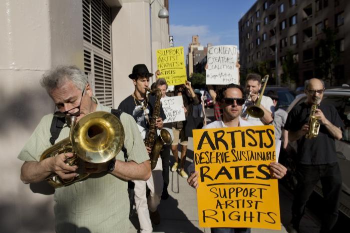 Protester. Kunstnere og rettighedhavere demonstrerede sidste weekend i New York mod Googles hensynsløse brug og deling af deres ejendom.