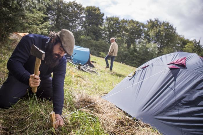 På en mark ved Dybvad uden for Sæby har aktivister etableret en teltlejr for at protestere mod det franske olieselskab Totals planlagte prøveboring efter skifergas i det nordjyske.