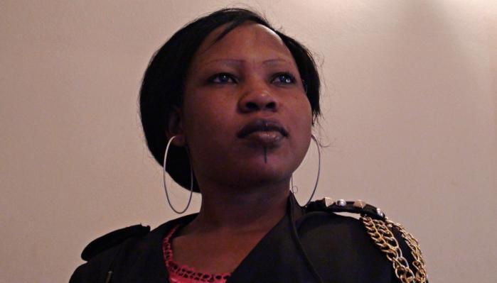 Becky fra Nigeria har al sit håb investeret i muligheden for at rejse til Italien og sælge sex på gaden. Hendes hverdag er en form for transitperiode, hvor hun venter på, at muligheden for at komme af sted byder sig.
