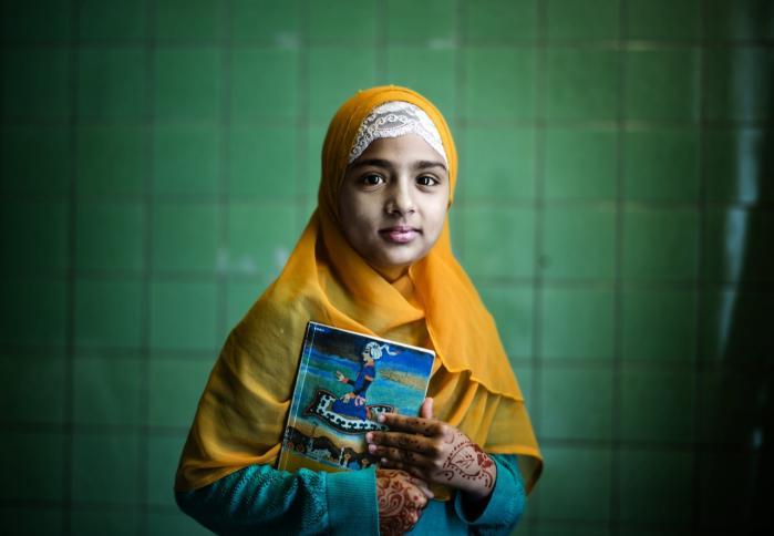 Anusha Samia Siddiq på 10 år elsker at læse bøger. Lige nu er hun i gang med at læse 'De tre prinser'.