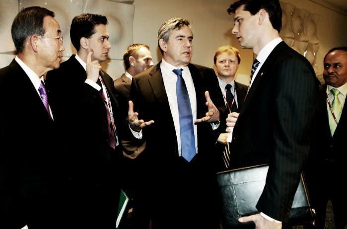 Den britiske efterretningstjeneste GCHQ spionerer systematisk mod internationale klimaforhandlinger. Ved COP15-topmødet i december 2009 optrappede GCHQ sin indsats og sendte en medarbejder til København. Her ses blandt andre daværende premierminister Gordon Brown, der var en del af den britiske delegation.