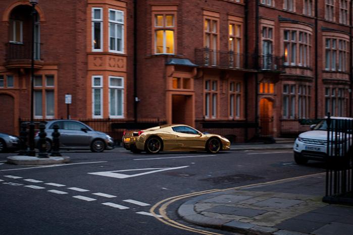 Naboerne til den superrige elite i London er bekymrede over det vulgære ved den nye rigdom og den måde, den forandrer kvartererne på