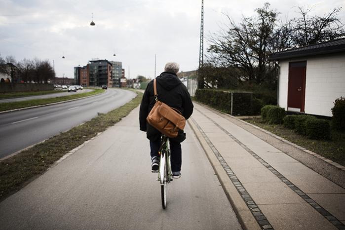Uffe Elbæk på vej til et møde, hvor han fortæller om, hvordan man starter et nyt parti. Det sværeste viste sig til partilederens overraskelse at samle nok underskrifter