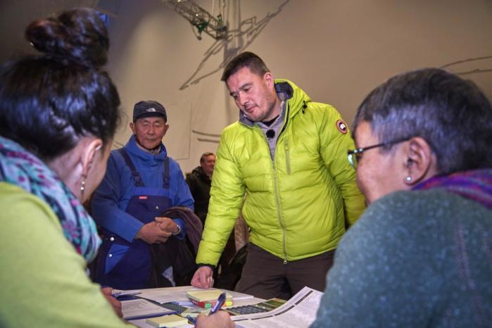 Kim Kielsen fra Siumut er ny selvstyreformand.  Hverken han eller finansminister Anda Uldum har ønsket at tale om koalitionsaftalen.