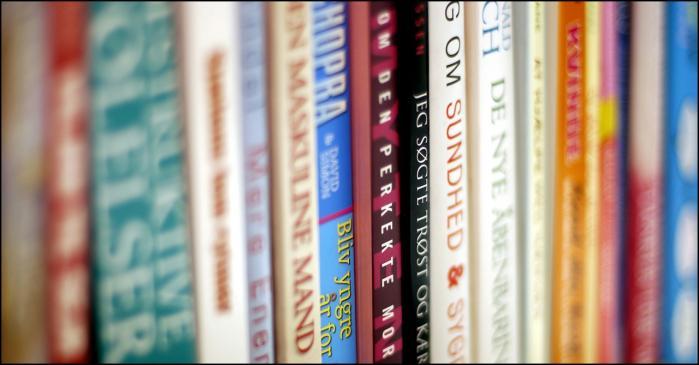 Selvhjælp. Muren af selvhjælpbøger er enorm, men trods antallet af titler er de ofte blot variationer over den samme grundopskrift: Find løsningen inde i dig selv, skriver Find Skårderud.