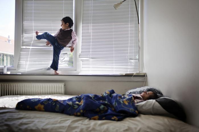 Op mod 70 procent af de flygtninge, der kom til Danmark i 2014 fra Syrien og Eritrea, havde ifølge overlæge Morten Sodemann posttraumatisk stresssyndrom. Sodemann er især bekymret  for, hvilke konsekvenser det får for deres børn. Arkiv