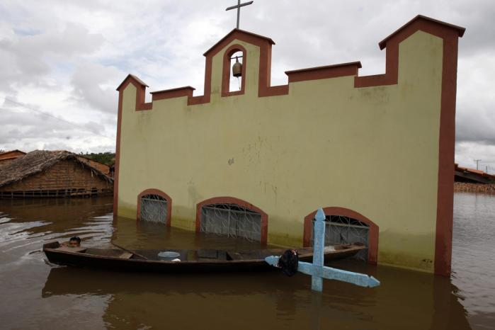 Oversvømmet kirke i det nordøstlige Brasilien.