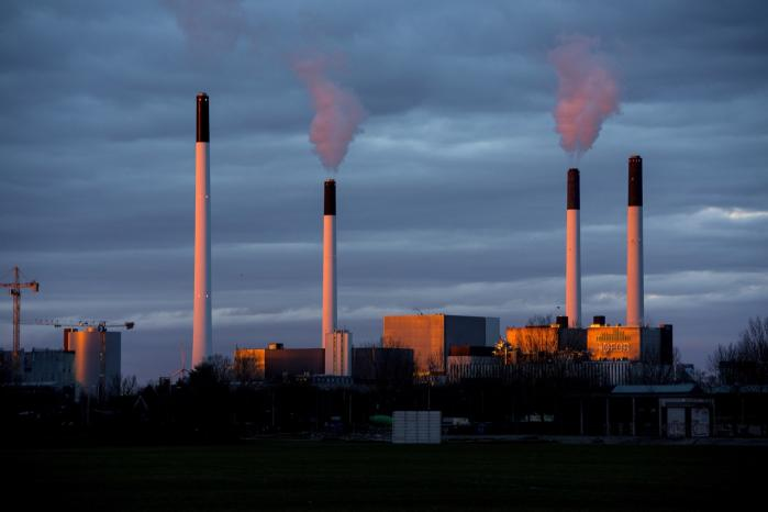 Liberal Alliance vil gerne have fjernet regeringens nuværende mål om at udfase al kul i dansk energiforsyning senest i 2030. Ifølge partiets klimaordfører, Villum Christensen, giver det nemlig ikke mening at spå om, hvilke løsninger eller teknologier der er bedst så langt ud i fremtiden.