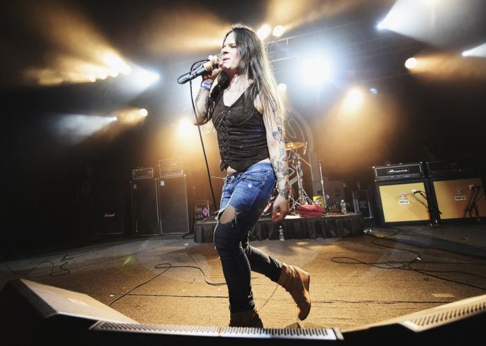 Keith Caputo skiftede navn til Mina Caputo i 2011 og er nu en stærk fortaler for en udvidelse af forståelsen af køn i metal. Hun er stadig forsanger i bandet Life of Agony, der havde deres storhedstid i 1990'erne, men har også en solokarriere, hvor hun blandt andet synger om det at være transkønnet.