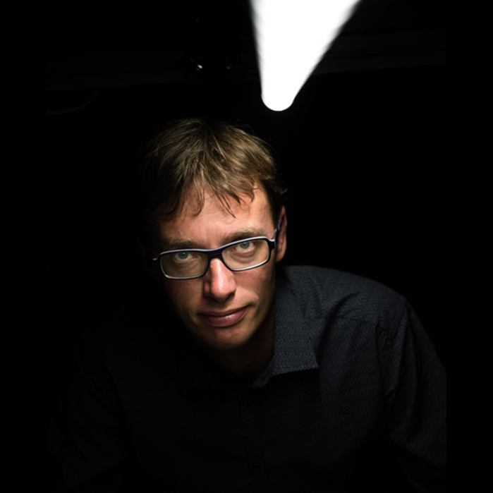 Professor i kvanteoptik, Peter Lodahl, har sammen med et hold af forskere været med til at udvikle en computerchip, som gør det muligt at lave kvantecomputere og kvantekryptering, som på sigt kan gøre det muligt for borgere at sende data fuldstændigt beskyttet