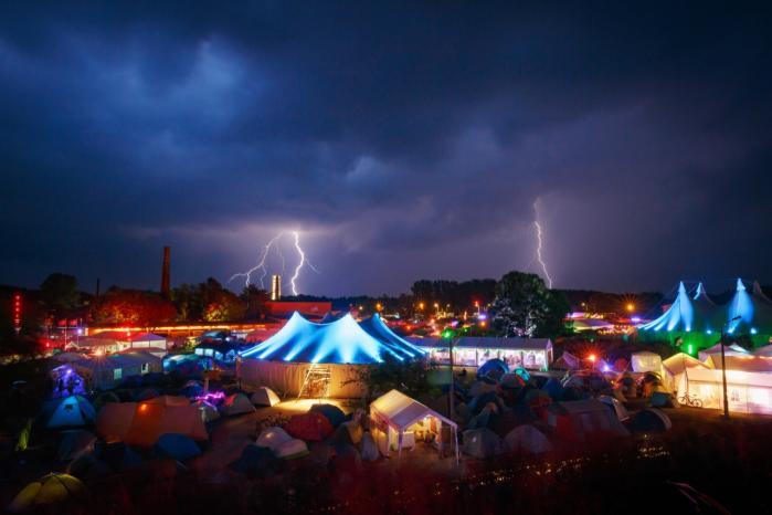 CCC-festivalen blev ramt af alt det, hackere frygter mest: vand, statisk elektricitet og strømsvigt – det hele leveret af dårligt vejr.