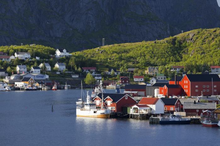 Flygtningene har en drøm. Når menne-sker befinder sig i yderste fattigdom, nød og fare, bliver deres utopisme kompromisløs. Men den barske sand-hed, som flygtningene må sande, er, at 'Norge ikke findes' – ikke engang i Norge, mener Slavoj Zizek.
