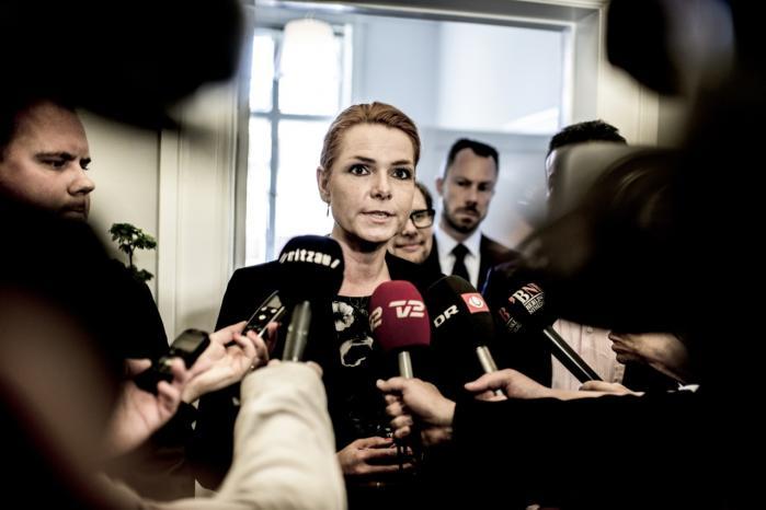 Udlændingeminister Inger Støjberg (V) har kaldt de omstridte flygtningeannoncer saglige og nøgterne. Ifølge eksperter er de dog snarere vildledende.