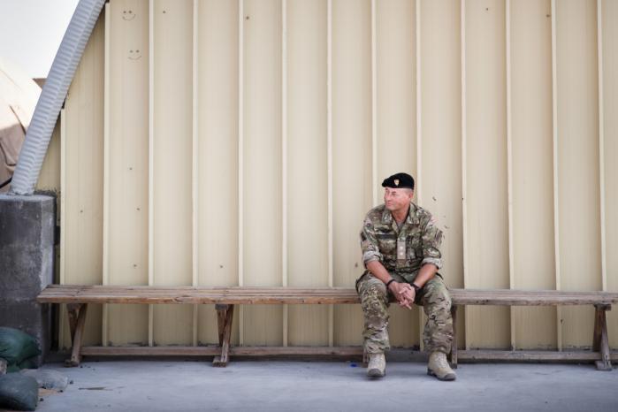 Den irakiske hær er hunderæd for at komme i direkte kamp med Islamisk Stat, fortæller oberstløjtnant Per Lorenz Hinrichsen, der er den højst placerede dansker i koalitionen.