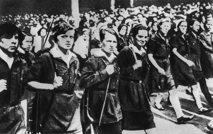Komsomol-piger fra starten af 1930'erne – dengang de stadig troede på Fædrelandet.