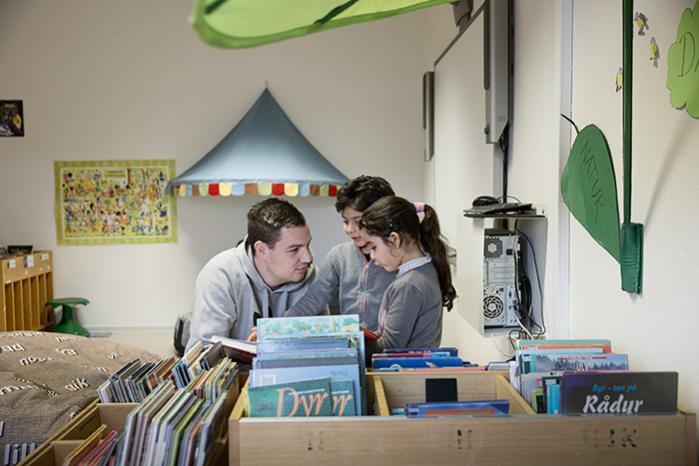 På Nordskolen går der ca. 80 danske elever og 16 asylelever. Skolen har en særlig asylklasse, men når eleverne er klar, bliver de lige så stille sluset over i de danske klasser