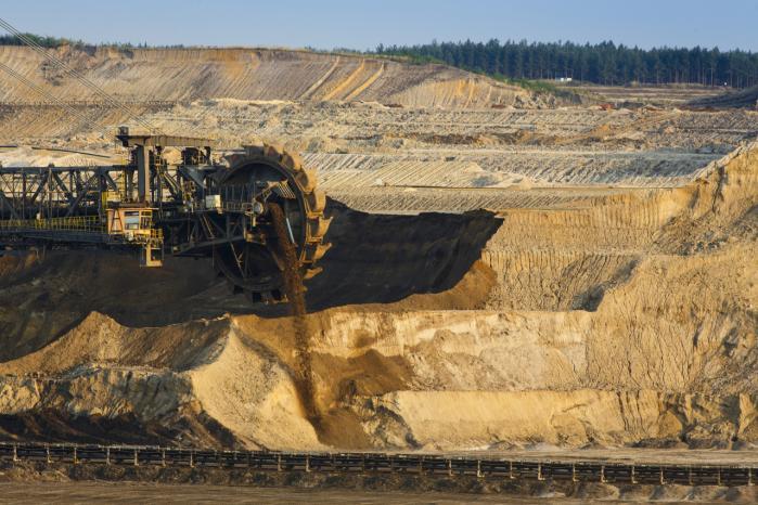 Også minen i Welzow Syd er styret af Vattenfall. Den ligger ikke langt fra minen Atterwasch. Den svenske energigigant vil satse på grøn omstilling, men den går via en udvidelse af disse brunkulsminer, hvilket skal gøre dem nemmere at sælge.