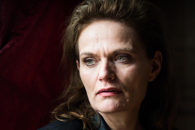 Det, som er ærgerligt med Gotfredsens tænkning, er så, at hendes næsegruse beundring for Krarup faktisk forhindrer hende i at tænke ud fra de præmisser, hun selv stiller op
