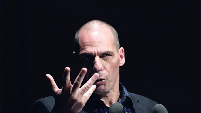 For meget bureaukrati. Og for lidt gennemsigtighed og demokrati. Det vil ifølge den tidligere græske finansminister Yanis Varoufakis tage livet af EU, som vi kender det i dag. Han lancerer derfor nu en ny bevægelse, der skal demokratisere EU-systemet