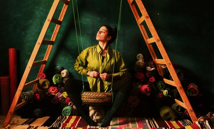 Nidaa Badwan beskriver Palæstina som farveløst. Selv genfandt hun farverne i den grønne væg og det røde morgenlys på sit værelse.