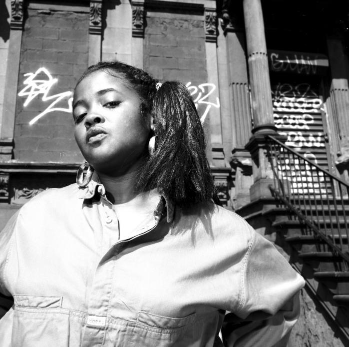 Rapperen og aktivisten Sister Souljah udkom i 1992 med pladen '360 Degrees of Power', hvor flere af musikvideoerne fra albummet blev bandlyst af musikkanalen MTV, fordi billedsiden 'tilskyndede til vold'.