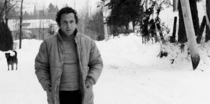 Réjean Ducharme er sky og hemmelighedsfuld og er blevet kaldt for 'forsvinderen'. Et af de få fotos, der findes af ham er dette fra 60'erne. Han er født 1941 i Québec og har skrevet både romaner, teaterstykker, filmmanuskripter og sangtekster, med størst hyppighed frem til midten af 1970'erne.