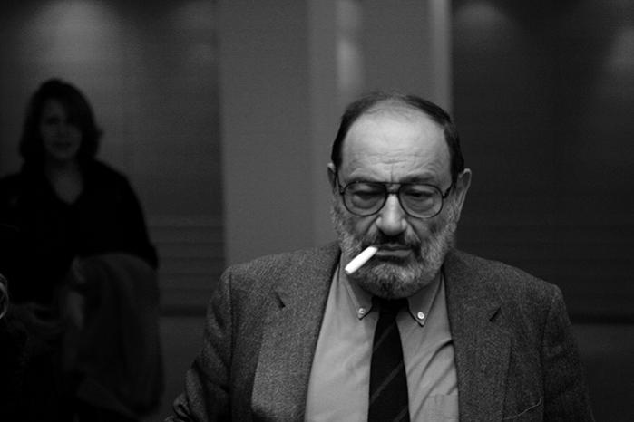 »Bøger handler altid om andre bøger, og enhver fortælling er en historie, der allerede er blevet fortalt,« skrev Umberto Eco i et efterskrift til sin første roman 'Rosens navn'