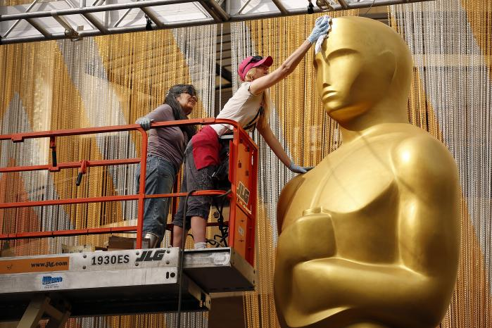 Mens forberedelserne til dette års Oscaruddeling er i fuld sving, har Informations filmanmelder Christian Monggaard kigget i sin spåkugle og giver her sit bud på, hvem der løber med de eftertragtedestatuetter.