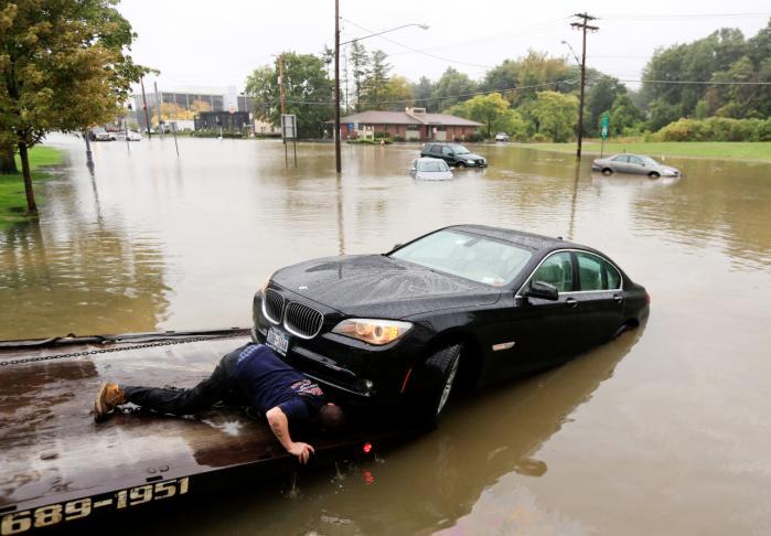 Oversvømmelser og orkaner sættes ofte i forbindelse med klimaforandringerne, men intet tyder på, at EU's miljø- og klimaministre i morgen kan finde fælles fodslag om skrappere klimamål.