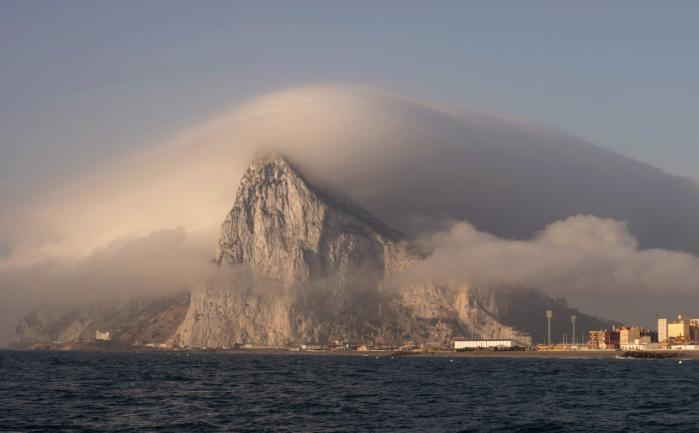 Skattely som her på Gibraltar udgør et langt større problem for SKAT end de aktuelle administrative skandaler, mener dagens kronikør.   Arkiv