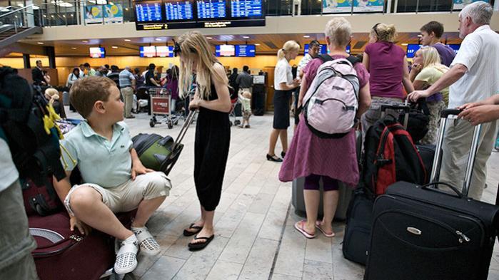Vores klima betaler prisen for den voldsomme flytrafik. Derfor har vi brug for bevidste forbrugere og politikere, der tør gå imod flybranchens omfattende lobbyindsats