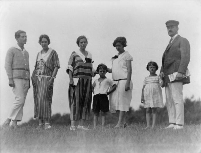 Mann-familien fotograferet i 1924 på Hiddensee i Østersøen. Thomas Manns forfatterskab er nært forbundet med musikken, som også kom til at dominere flere af hans efterkommeres liv. Fra venstre: Klaus, Erika, Katja, Michael, Monika, Elisabeth og Thomas Mann.