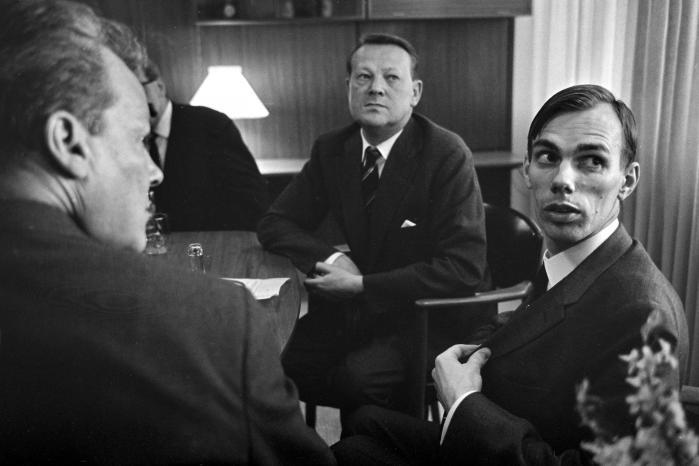 Mogens Camre blev i 1968 blev valgt til Folketinget for Socialdemokratiet. Her gjorde han sig gældende som protegé af partiformand Jens Otto Krag, og placeret på partiets intellektuelle venstrefløj.