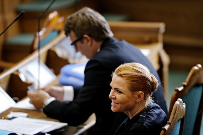 Udlændinge - og Integrationsminister Inger Støjberg og Beskæftigelsesminister Troels Lund Poulsen til 3. behandling af forslag til lov om ændring af udlændingeloven i Folketingssalen på Christiansborg tidligere på året.