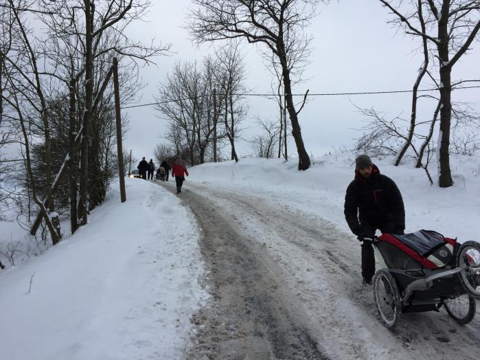 Berlin-Aleppo-marchen er nået til Tjekkiet og bevæger sig gennem et frossent snelandskab af nødtørftigt ryddede bjergveje.