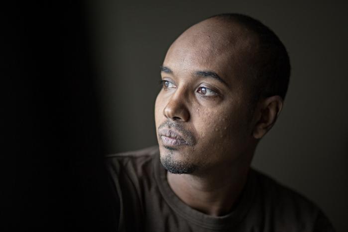 Waleed kommer til at vente 22 måneder på at få sine tre børn og kone til Danmark, selvom Udlændingestyrelsens servicemål for familiesammenføring er på ti måneder.