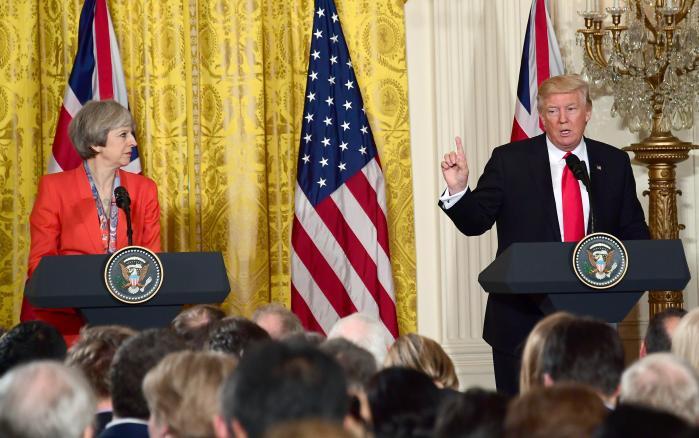 'Theresa Mays præstation i USA skal ikke underkendes. Hun er en garvet spiller, der formåede at smigre, hvor smigres skulle; udnytte øjeblikket, hvor det skulle udnyttes,' skriver Informations korrespondent i London Mette Rodgers.