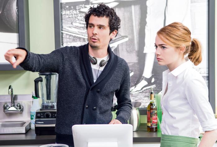 Damien Chazelle og skuespilleren Emma Stone under optagelserne til 'La La Land'.