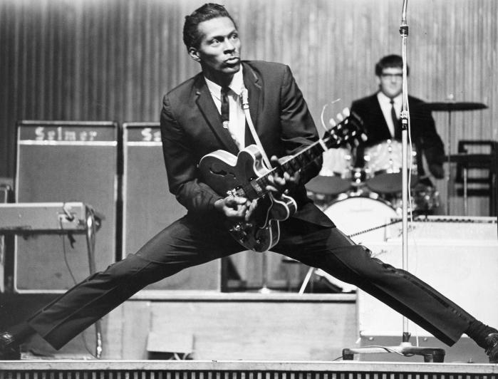 Rock'n'roll eller rock er ikke længere oprørsk, men Chuck Berry flyttede grænserne med et brag, og det er en af genrens allerstørste, der lørdag døde, 90 år gammel.
