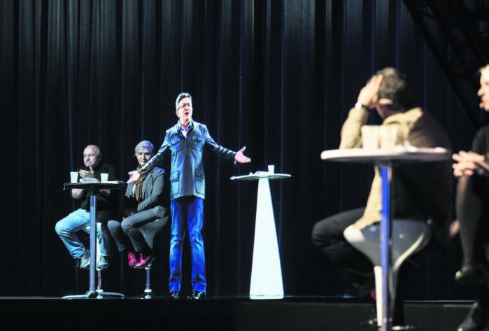 Jean-Luc Mélenchon optrådte første gang som hologram i februar. Siden har han vundet terræn i meningsmålingerne og anses nu for at have en reel chance for at slå Fillon og måske endda gå videre til anden valgrunde.