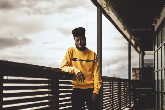 Det texanske r'n'b-stjerneskud Khalid åbner med sin fine debutplade for en oprigtighed, der måske, som han selv lægger op til, kan fungere som en modvægt til den politiske turbulens i USA. Oakland-sangeren Kehlani vokser med sit debutalbum til en helstøbt kunstner