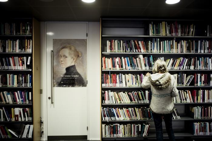 Kulturministeren afviste gang på gang at kommentere på Laura Lindahls udtalelser og gentog som tidligere, at beslutningen er foretaget som en del af en større samling af mindre biblioteker for at styrke særligt digitaliseringen og adgangen til materialerne.