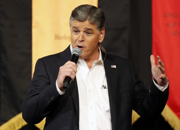 Hannity er en yderst veltalende tv-vært. Han har sjældent behov for at tjekke sine noter. Jeg har oplevet ham tale flydende uden manuskript i en halv time som æresgæst på en konservativ konference i South Carolina. Han blev modtaget som enhelt af flere tusinde Tea Party-aktivister.